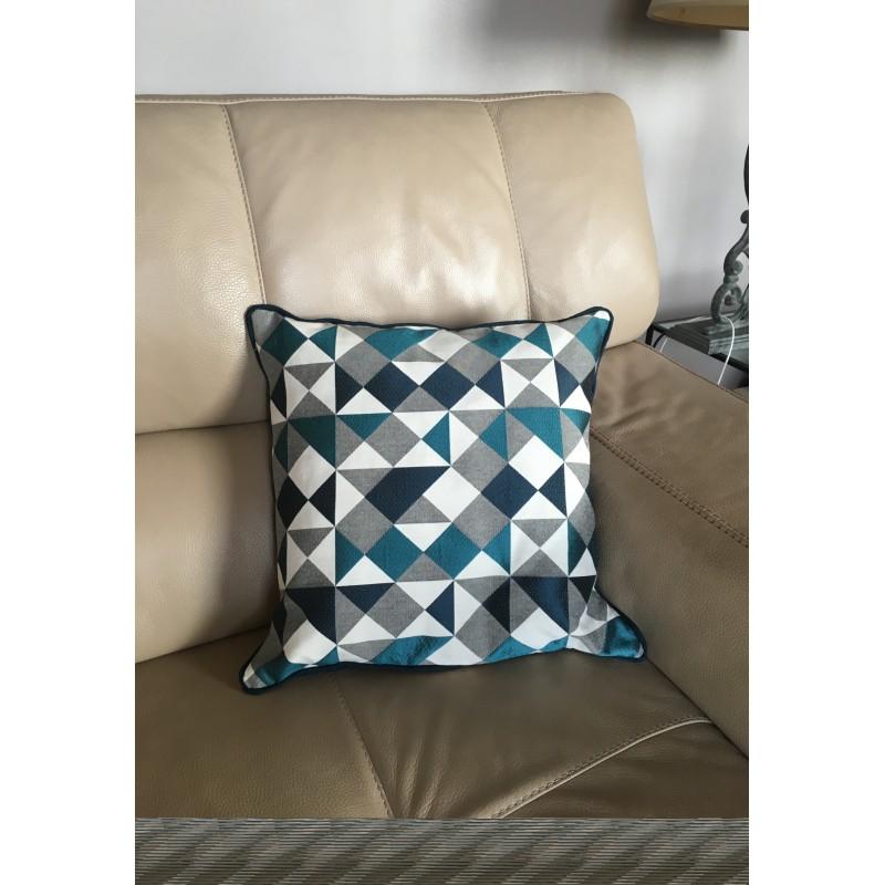 coussin et garniture g om trie bleu canard. Black Bedroom Furniture Sets. Home Design Ideas