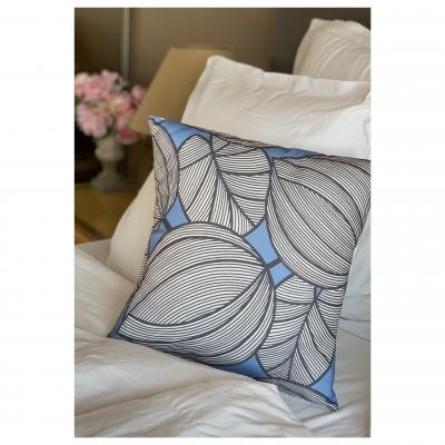 Coussin Motifs grandes feuilles bleu lavande et gris