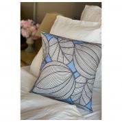 HOUSSE de coussin Motifs grandes feuilles bleu lavande et gris